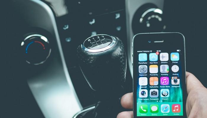 smartphone utilisée par le conducteur