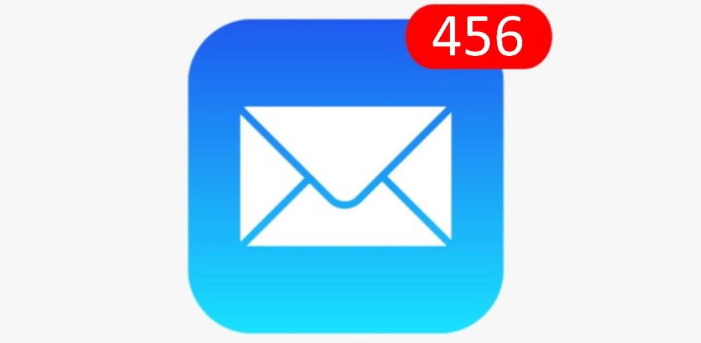 icone de l'application e-mails sur smartphone avec beaucoup de notifications
